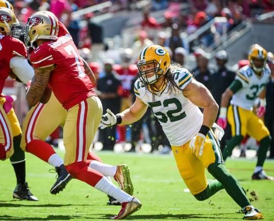 Packers Linebacker Clay Matthews chases 49ers QB Colin Kaepernick